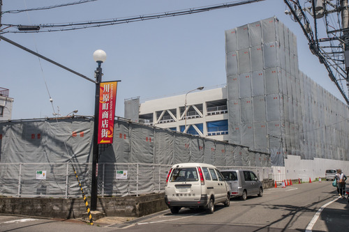 川原町の近鉄百貨店の立体駐車場だったところを解体してる。マンションが建つ模様