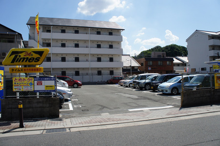 ビオルネ裏駐車場20120817134848