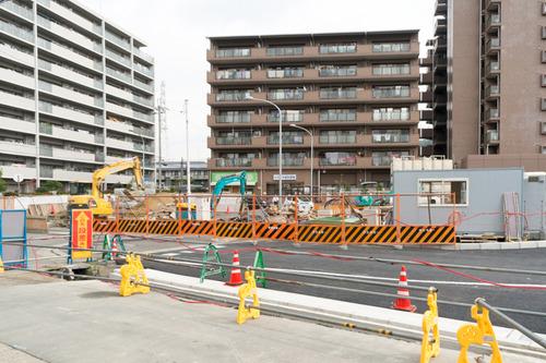 津田駅前-1411127