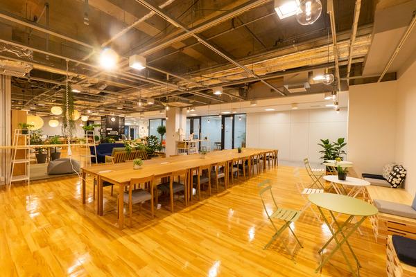 大阪・枚方市のコワーキングスペース ビィーゴのオープンスペース内観
