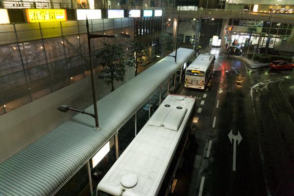 枚方市駅の雪-12