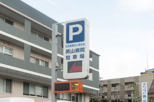 男山病院駐車場-14102110