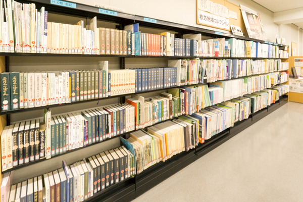 中央図書館-18082222