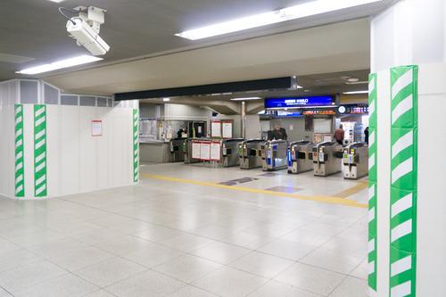枚方市駅東改札口-14112011
