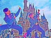 【流行】「オタクのコスプレ(オタクコーデ)」をしてディズニーランドに行く女子大生が続出中