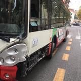 L'autobus coinvolto nell'incidente in via Torresi-2[1]