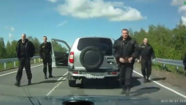 前の車を煽ったら恐ロシア