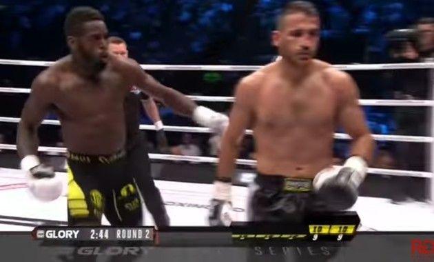 MMAで油断からやられファンが殴り込み