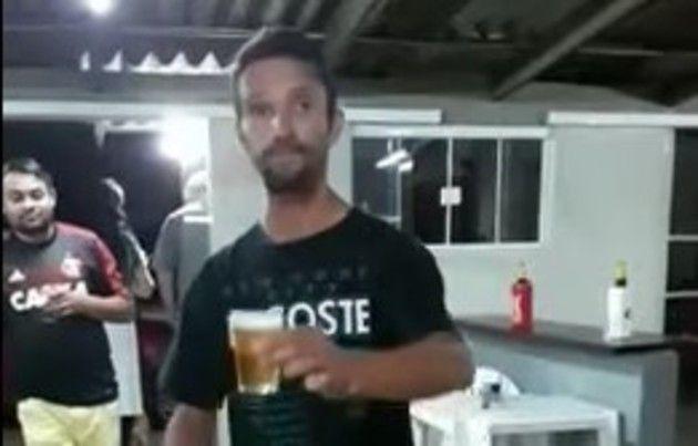 ビールを持ってバク宙