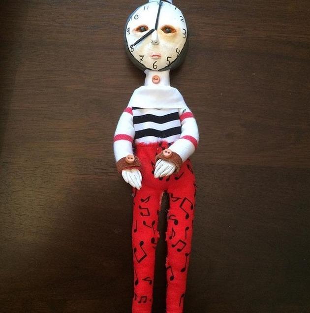 カナダの少年の人形芸術 (7)