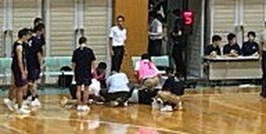 バスケの試合で審判を殴る黒人選手