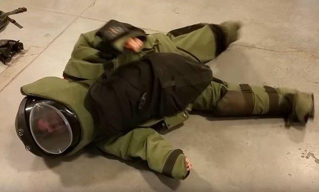 爆発物防護スーツ