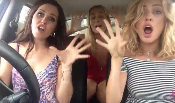 オーストラリアの美女3人組による口パクパフォーマンス