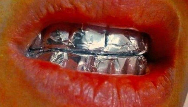 歯にアルミホイル