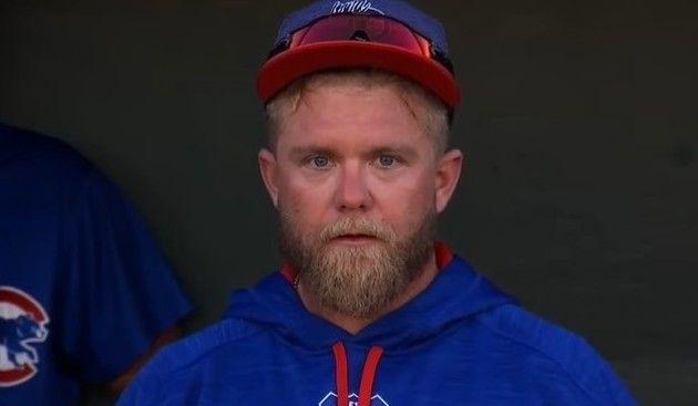 カメラ目線の野球選手