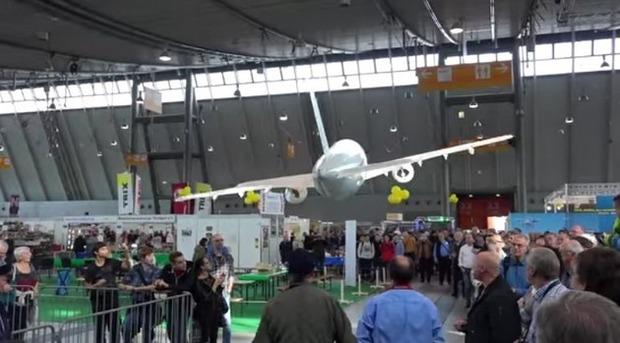 飛行機エアバスの気球ラジコン
