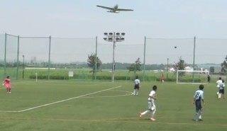東京調布の飛行機墜落事故の寸前の映像