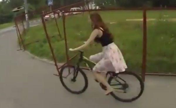 スカートが脱げるセクシーなハプニング