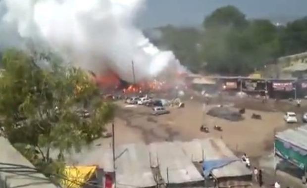 インドの花火露天商爆発