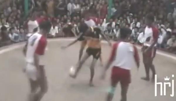 ミャンマーの蹴鞠