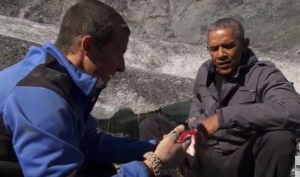 オバマがベアグリルストサーモンを食べるサバイバル体験