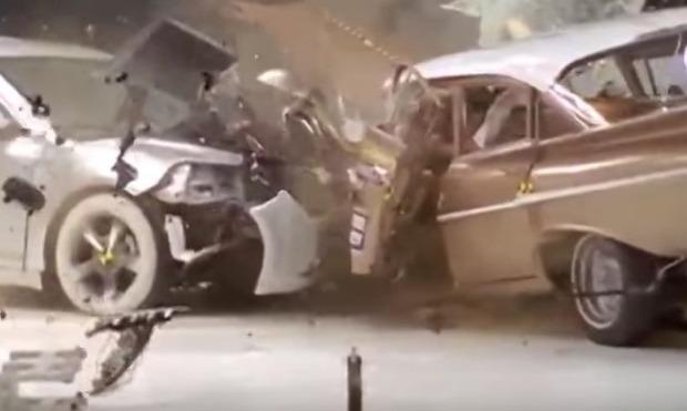 車の衝突実験