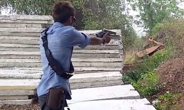 散弾銃の弾が撃てるハンドガン