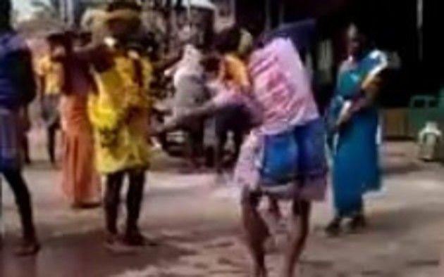 踊りながらクルマに轢かれる人達