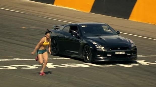踊る陸上選手と日産GTR