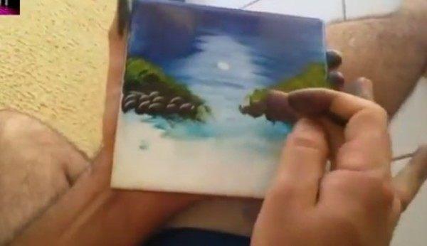 指で絵を描く人ピアノ