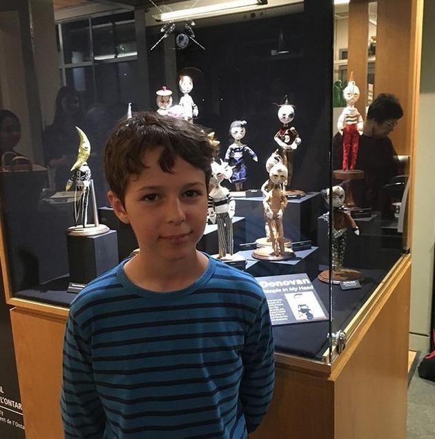 カナダの少年の人形芸術 (1)
