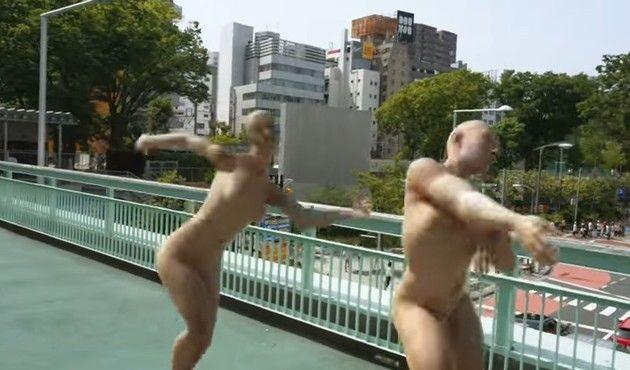 不気味な裸のクリーチャー