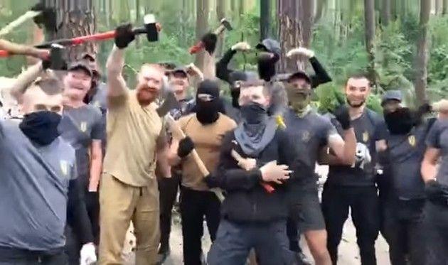 ウクライナの右翼団体がジプシーを襲撃