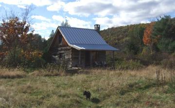 田舎にぽつんと建つ一軒家の画像 (1)