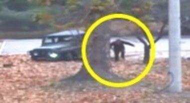 「北朝鮮兵士が脱北した瞬間の映像。車が脱輪して走って脱北」 ほか