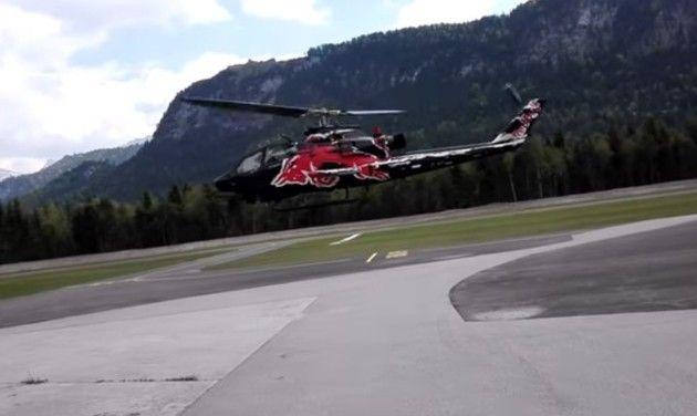 ヘリコプターが屋根にぶつかる