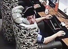 ネカフェで24時間ゲームをし続けた男性が死ぬ
