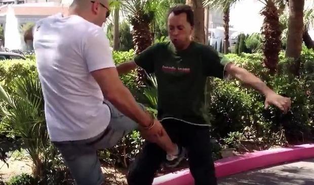タマ蹴り (2)
