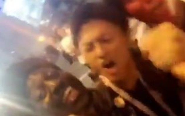 セネガルサポーターとワンピースを歌う日本人