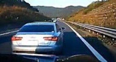 「問題になっている高速道路進路妨害のビデオ。こんなのに絡まれたらどうすりゃいいの。」 ほか