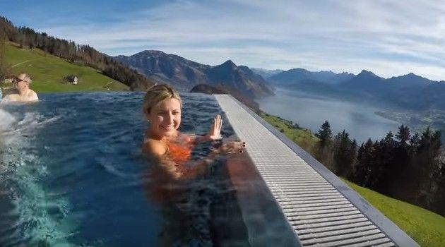スイスのホテルの温泉プール