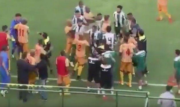 サッカーで暴動みたいな乱闘