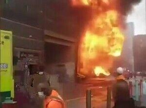 ロンドン中心部で大規模な火災と爆発