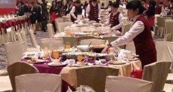 中国人観光客、ビュッフェバイキング食べ過ぎ