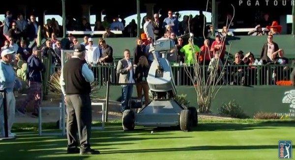 ロボットのゴルファー
