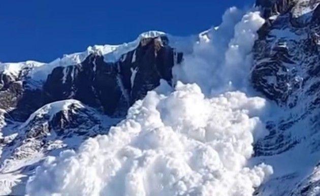 雪崩を撮ってみた