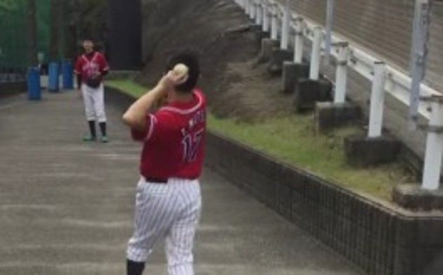 【動画】 重度の「イップス」に悩む野球選手の映像が。。。こわい!!