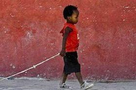 貧しいアフリカの子供のおもちゃが・・・ (1)
