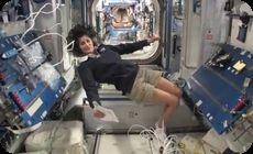 国際宇宙ステーションの無重力内部案内動画