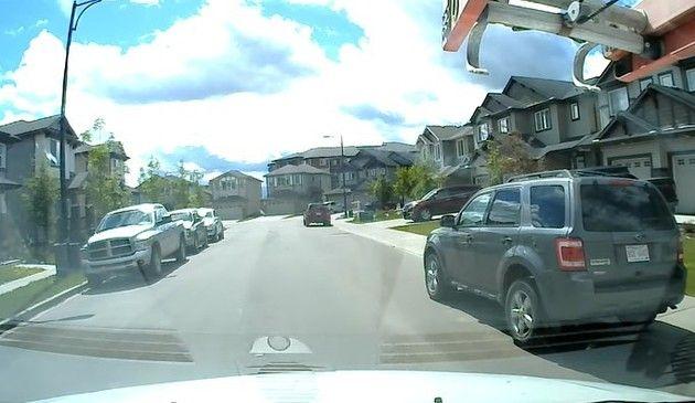 子供の飛び出し住宅街